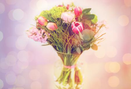 bunch of pink flowers in vase Zdjęcie Seryjne