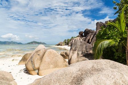 세이셸에 인도양에있는 섬 해변 스톡 콘텐츠
