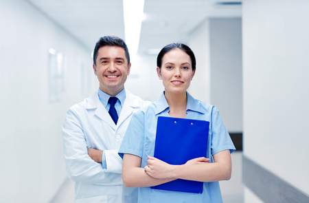 corridors: smiling medics at hospital with clipboard Stock Photo