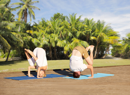 couple making yoga outdoors Stock Photo - 81599044