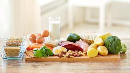 テーブルの上の自然食品