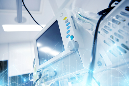 병원 수술실에서 생명 유지 장치
