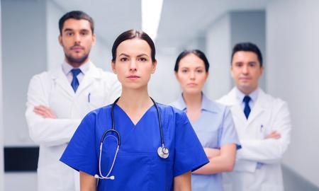 병원에서 의료진이나 의사 그룹 스톡 콘텐츠