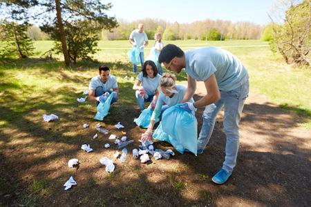 ゴミ袋公園周辺の清掃ボランティア