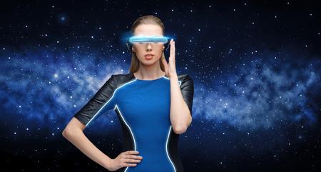 가상 현실에서 여자 블랙 위로 3d 안경