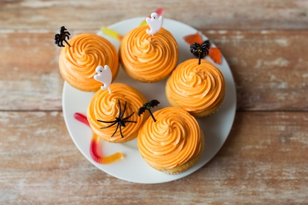 halloween party cupcakes with decorations on plate Stock Photo