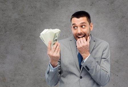 Gieriger Geschäftsmann mit US-Dollar Geld Standard-Bild - 85898929