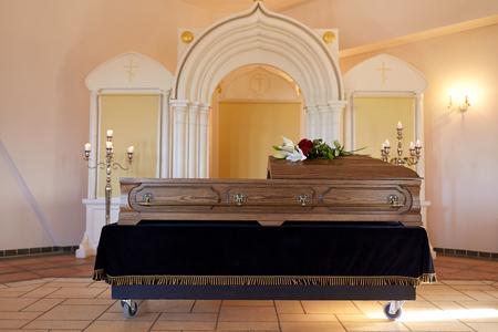 Bara in funerale nella chiesa ortodossa Archivio Fotografico - 86087708