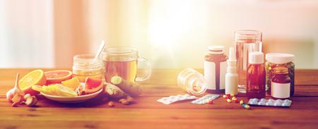 médecine traditionnelle et drogues synthétiques Banque d'images