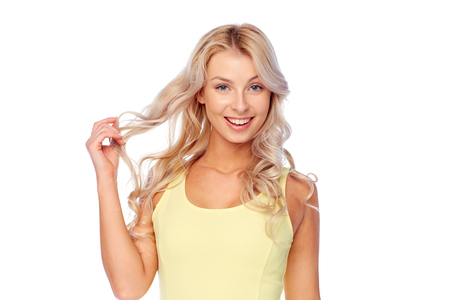 hairstyle and people concept - happy smiling beautiful young woman with blonde hair Banco de Imagens