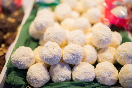 sweets, sale and food concept - coconut cookies on stall Lizenzfreie Bilder