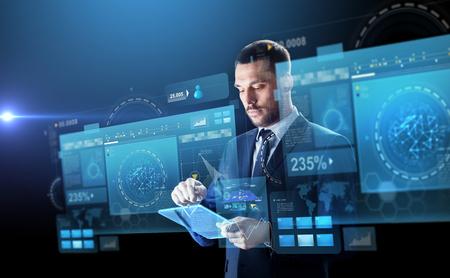 투명한 tablet pc와 정장 사업가 스톡 콘텐츠