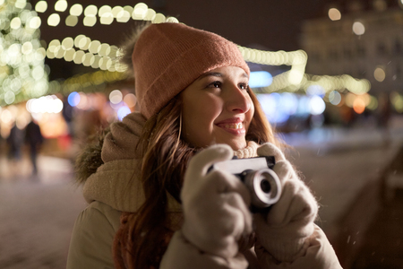 happy young woman with camera at christmas market 版權商用圖片