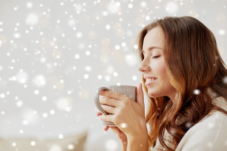 happy woman with cup of tea or coffee at home 免版税图像 - 87901883