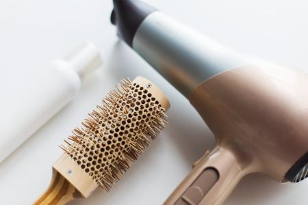 föhn, borstel en hete styling haarspray