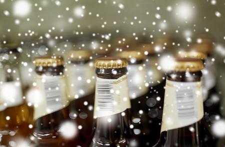 Fim, cima, garrafas, licor, loja Foto de archivo - 89514023