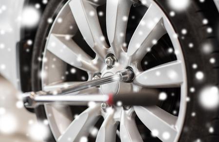 드라이버 및 자동차 휠 타이어
