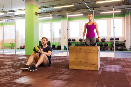 man and woman ready to do workout Banque d'images