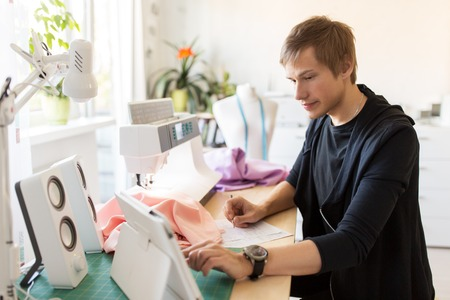 fashion designer with tablet pc working at studio Banque d'images