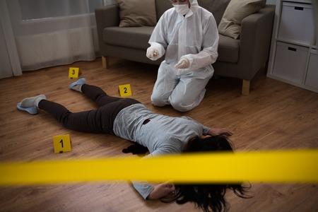 criminalist collecting evidence at crime scene Stock fotó - 90839833