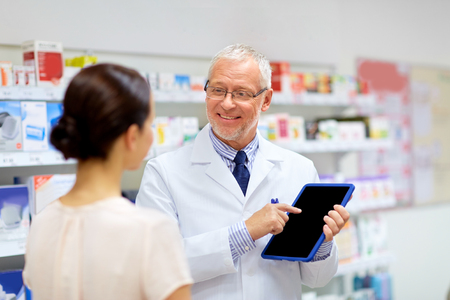 apothecary and customer with tablet pc at pharmacy Stockfoto