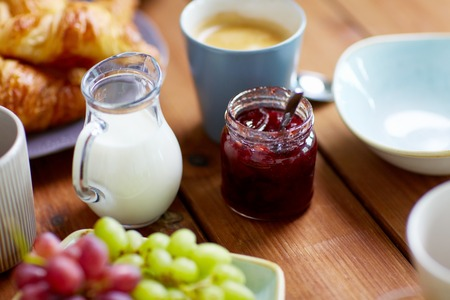 jar with jam on wooden table at breakfast Standard-Bild
