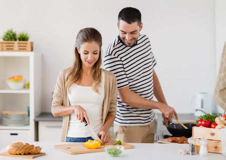 couple cooking food at home kitchen Banco de Imagens - 92340995