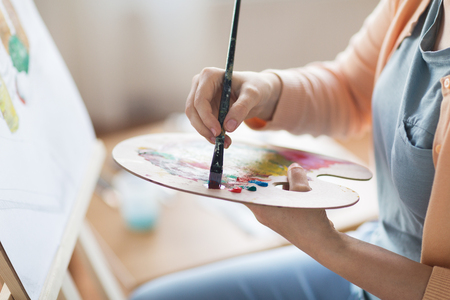 artist with palette painting at art studio Banque d'images