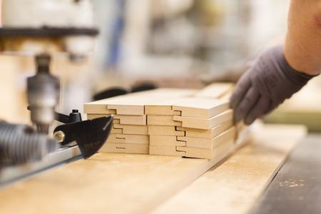Fin, haut, charpentier, main, planches, usine Banque d'images - 96922051