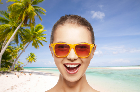 happy woman or teenage girl in sunglasses on beach Stock fotó