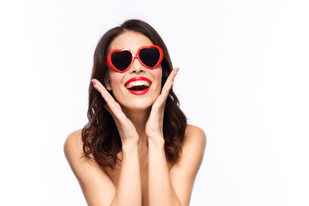 woman with red lipstick and heart shaped shades Standard-Bild - 101264791