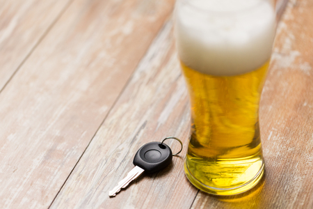 close up of alcohol and car key on table 版權商用圖片 - 101872033