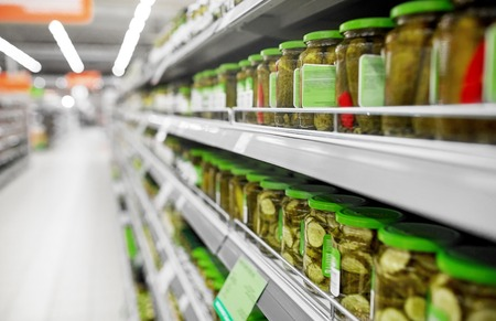 jars of pickles on grocery or supermarket shelves Stockfoto