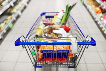 food in shopping cart or trolley at supermarket Foto de archivo - 103677372