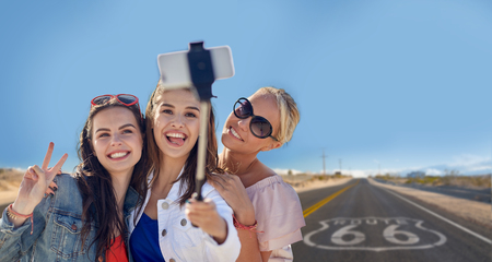 female friends taking selfie over us route 66 Stockfoto