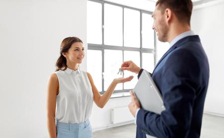 realtor giving key to customer at new office Reklamní fotografie