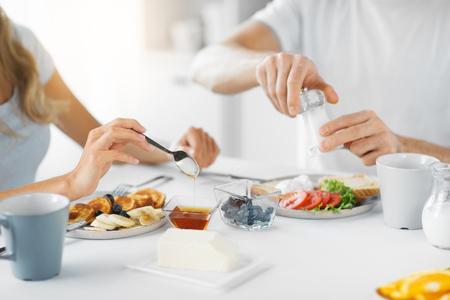 close up of couple having breakfast at home 版權商用圖片