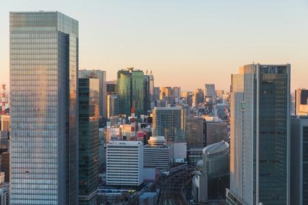 vista alla stazione ferroviaria nella città di tokyo, giappone Archivio Fotografico