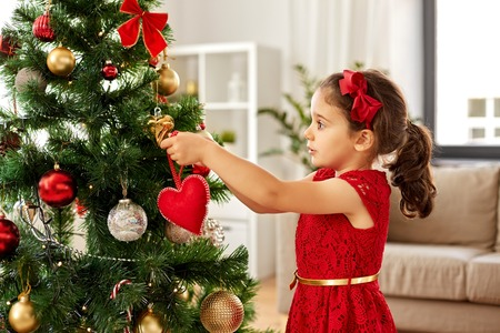 petite fille, décoration, arbre noël, maison