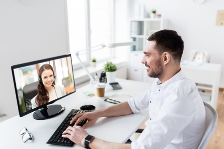 businessman having video call on pc at office Zdjęcie Seryjne - 111235797