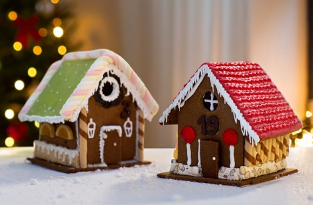 gingerbread houses over christmas tree lights 스톡 콘텐츠