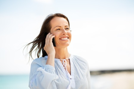 happy woman calling on smartphone on summer beach Banque d'images - 111561862