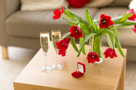 diamond ring, champagne and flowers on table Stok Fotoğraf - 114327053