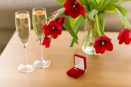 diamond ring, champagne and flowers on table Stok Fotoğraf - 114868049