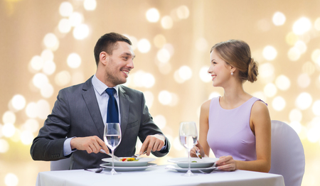 smiling couple eating appetizers at restaurant Archivio Fotografico - 114695858