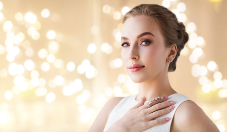 woman in white dress with diamond jewelry 스톡 콘텐츠