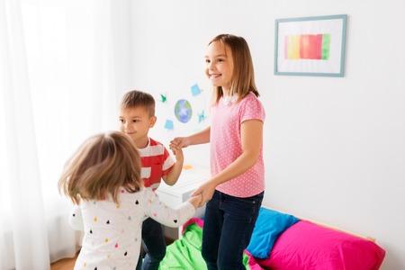 happy children playing at home 版權商用圖片