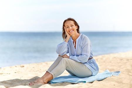 happy smiling woman on summer beach Banco de Imagens - 116191299