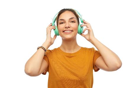 happy young woman or teenage girl with headphones 版權商用圖片