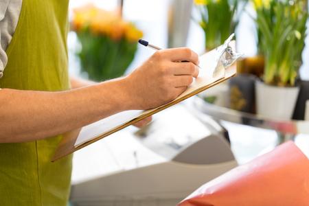 florist man with clipboard at flower shop Standard-Bild - 117391053